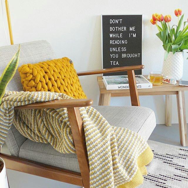chunky knit xxl merino wool woollen plaid blanket throw pillow cushion taupe grey ochre yellow