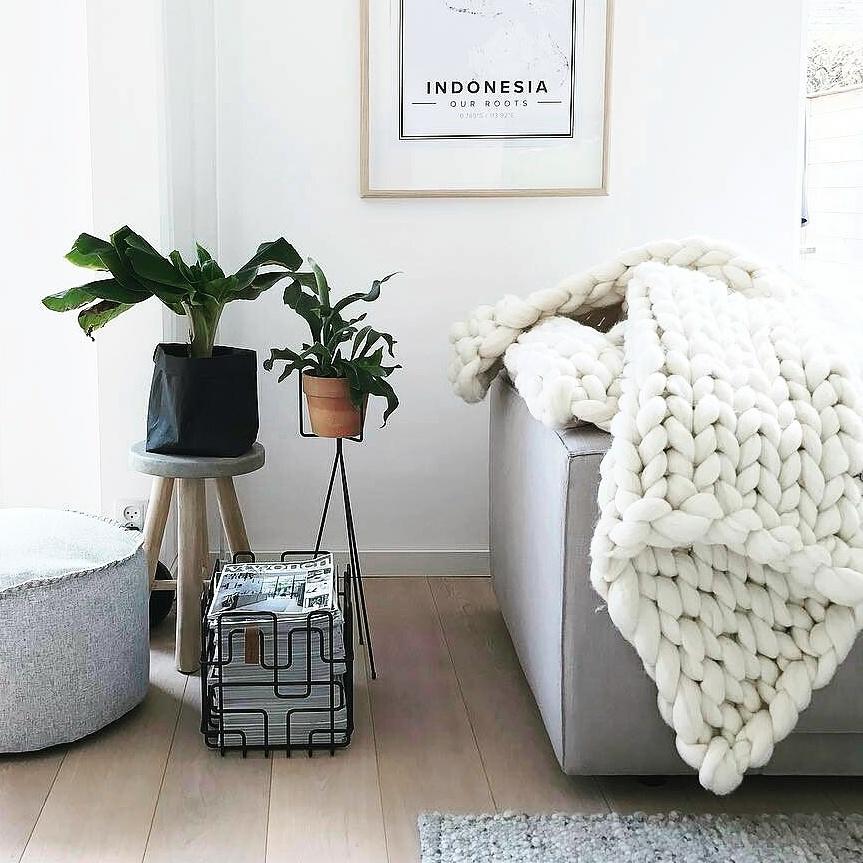 chunky knit xxl merino wool woollen plaid blanket throw pillow cushion taupe grey wool white throw white