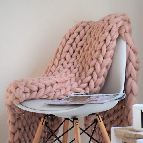 wolletje bol bolletje wol chunky knit xxl merino wool woollen plaid blanket throw pillow cushion old pink organic wool