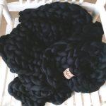 chunky merino grof gebreid plaid deken kussens wol zomerplaid grijs lichtgrijs asgrijs plaid bolletje wol bolletje wolletje zwart plaid biologische wol