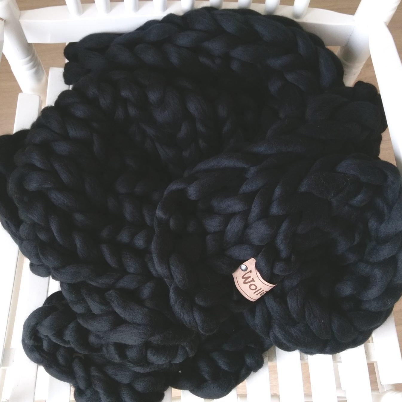 wolletje bol bolletje wol chunky knit merino wool woollen plaid blanket pillow cushion black throw organic wool