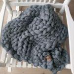 chunky merino grof gebreid plaid deken kussens wol zomerplaid grijs lichtgrijs asgrijs plaid bolletje wol bolletje wolletje steengrijs plaid biologische wol
