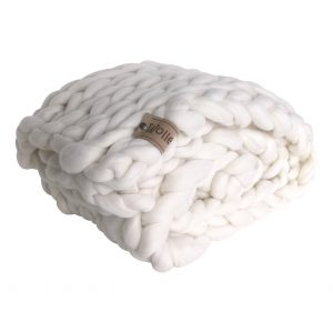 chunky merino grof gebreid plaid deken kussens wol zomerplaid grijs lichtgrijs olijfgrijs plaid bolletje wol bolletje wolletje wit sneeuwwit plaid biologisch gots