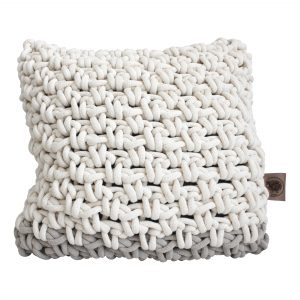 bolletje wol wolletje bol chunky knit gehaakt grof gebreid kussen loungekussen zitkussen katoen buitenkussen patroon handgemaakt kussen katoen naturel