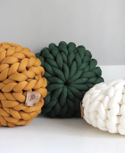Ochre yellow dark green cream white pouf chunky organic cotton xxl knit crochet plaid bolletje wol bolletje wolletje big cotton vegan childfriendly animalfriendly wolletjebol