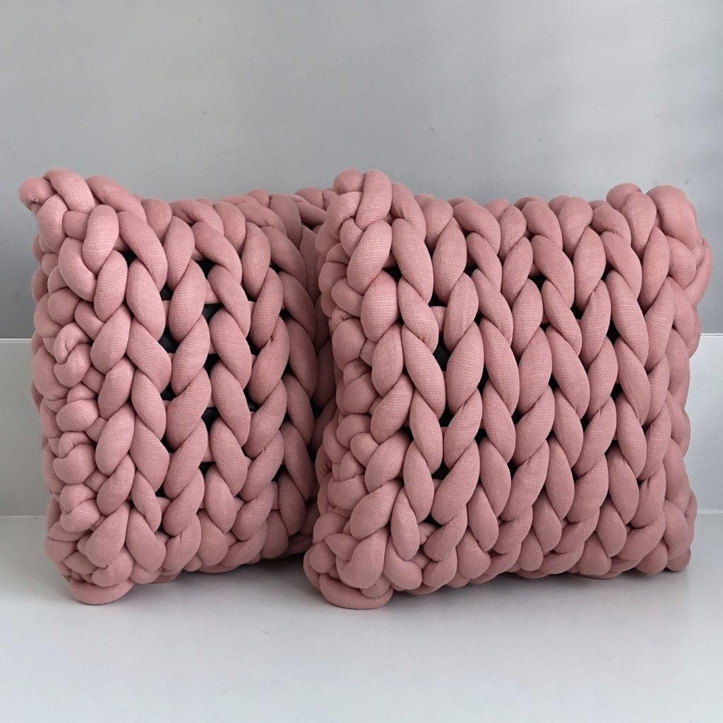 Oudroze kussen vierkant chunky katoen roze dusty pink cotton grof gebreid gebreide deken cotton bolletje wol bolletje wolletje vegan kindvriendelijk huisdiervriendelijk gots biologisch verantwoord xxl armbreien