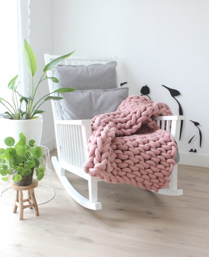 Old pink throw chunky organic cotton dirty soft pink xxl knit crochet plaid bolletje wol bolletje wolletje big cotton vegan childfriendly animalfriendly wolletjebol