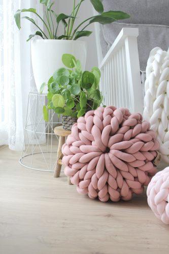 Old pink pouf chunky organic cotton dirty soft pink xxl knit crochet plaid bolletje wol bolletje wolletje big cotton vegan childfriendly animalfriendly wolletjebol