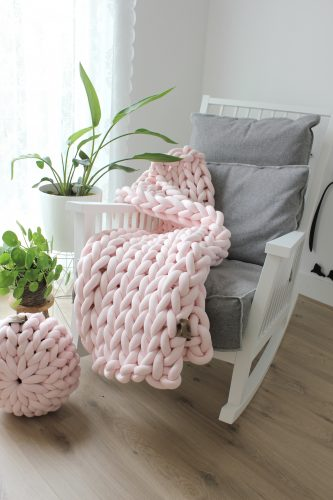 Pastel pink throw chunky organic cotton dirty soft pink xxl knit crochet plaid bolletje wol bolletje wolletje big cotton vegan childfriendly animalfriendly wolletjebol