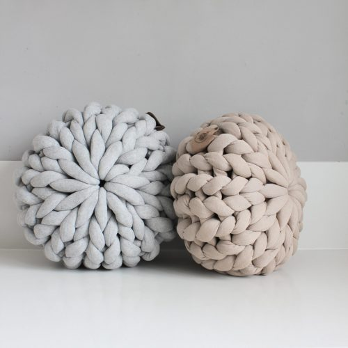 xxl knit crochet plaid bolletje wol bolletje wolletje sand beige linen mouse grey light grey silver grey pouf chunky cotton vegan child friendly animal friendly cushion