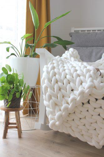 Cream white throw chunky organic cotton cream xxl knit crochet plaid bolletje wol bolletje wolletje big cotton vegan childfriendly animalfriendly wolletjebol