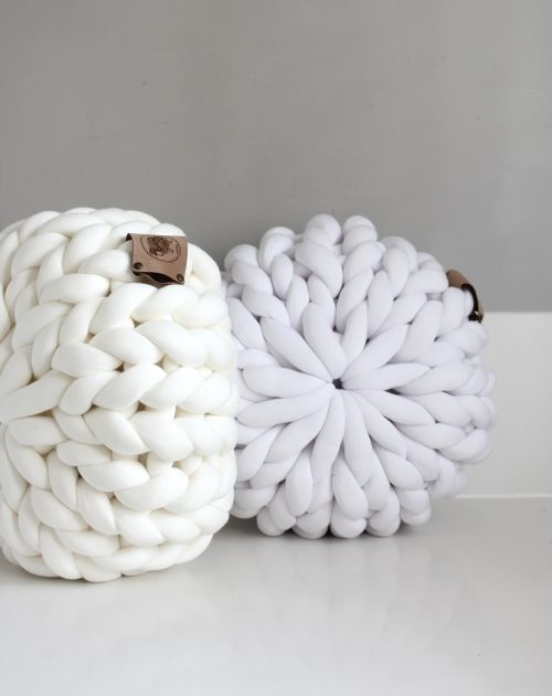 Cream white pouf chunky organic cotton xxl knit crochet plaid bolletje wol bolletje wolletje big cotton vegan childfriendly animalfriendly wolletjebol