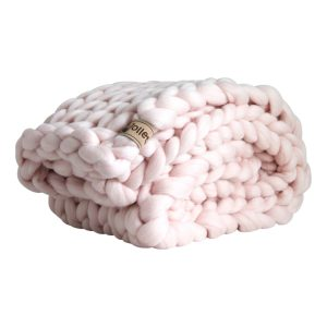 wolletje bol bolletje wol chunky knit merino wool woollen plaid blanket pillow cushion pastel pink throw organic wool