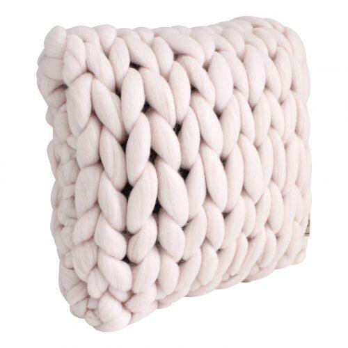 wolletje bol bolletje wol chunky knit xxl merino wool woollen plaid blanket throw pillow cushion pastel pink pillow square cushion organic wool