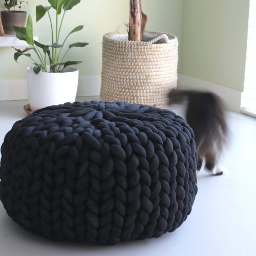 black pouf chunky knit organic cotton xxl knit crochet plaid bolletje wol bolletje wolletje big cotton vegan childfriendly animalfriendly wolletjebol
